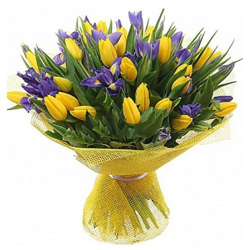 Букет из тюльпанов с ирисами 25 штук